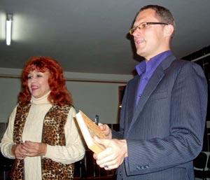 Nelly Paltinienė pasirašė svečių knygoje